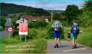 peregrinos haciendo el Camino de Santiago